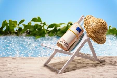 La vacanza è sacra, gli italiani ne sono cosi convinti che si fanno debiti pur di non rinunciare alle amate ferie estive.