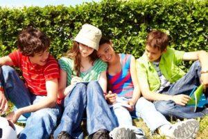 L'adolescenza è l'età forse più delicata dal punto di vista delle nuove esperienze e dei rischi ad esse connesse e il ruolo del genitore è sempre più complicato.