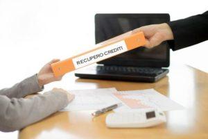 Il creditore ha diversi modi per poter cercare di recuperare un credito e le tempistiche per farlo sono lunghe e dispendiose in buona parte dei casi