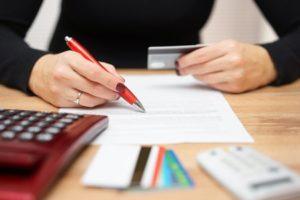 Le differenze tra Fisco e crediti privati o commerciali e l'utilità di rintracciare un conto corrente intestato al debitore nella fase precedente al recupero giudiziale.