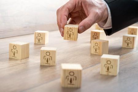 Quando si può parlare di assenteismo, quali sono i costi per l'azienda e quali gli elementi necessari al datore di lavoro per poter andare avanti con il licenziamento per giusta causa.