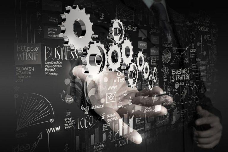 Gli sviluppi della tecnologia legata al settore finanziario aprono due vie percorribili per Istituti finanziari tradizionali e grandi società informatiche, con le startup Fintech nel mezzo.