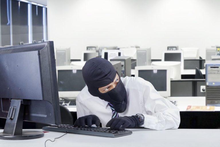 Sono diversi i casi di furto in azienda da parte di dipendenti ed ex-collaboratori che approfittano della loro posizione per rubare in casa dei propri datori di lavoro.